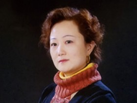 宜兴紫砂名家刘莹照片