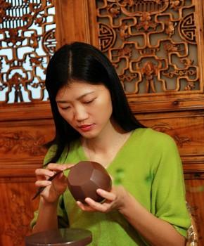 紫砂壶工艺师尹燕芳名家照片