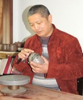 紫砂壶工艺师钱建生名家照片