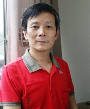 紫砂壶工艺师陈洪平名家照片