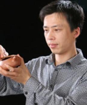 紫砂壶工艺师朱永强名家照片