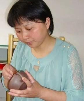 紫砂壶工艺师钱文英名家照片