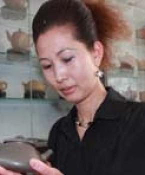 紫砂壶工艺师柯俊芬名家照片