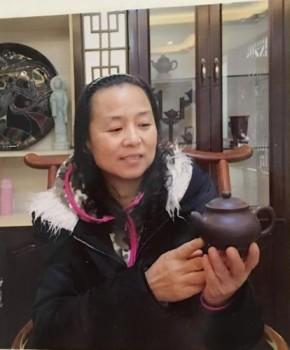 紫砂壶工艺师鲍玉华名家照片