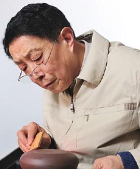 紫砂壶工艺师李昌鸿名家照片