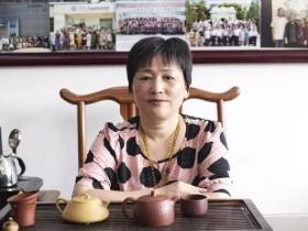宜兴紫砂名家范秋琴照片