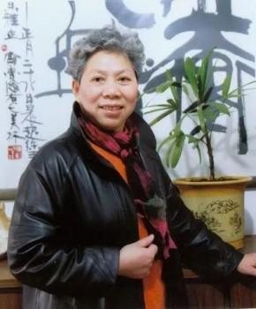 紫砂壶工艺师鲍正兰名家照片
