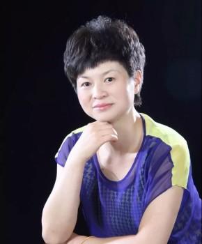 紫砂壶工艺师范永芳名家照片