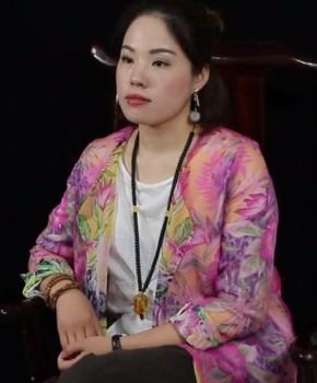 紫砂壶工艺师范玲名家照片