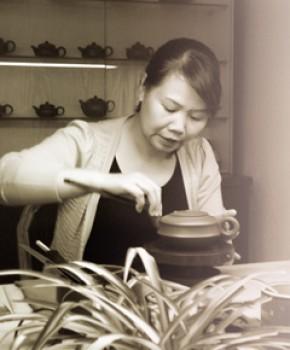 紫砂壶工艺师范菊英名家照片