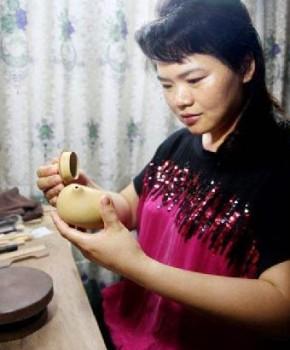 紫砂壶工艺师董炳华名家照片