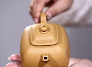 张雪军紫砂壶作品 原矿段泥坦然四方壶 210CC 国家级工艺美术师 张雪军紫砂壶价格,多少钱