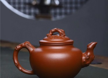 范文杰紫砂壶作品 原矿底槽清松鼠葡萄壶 760CC 国家级工艺美术师 范文杰紫砂壶价格,多少钱