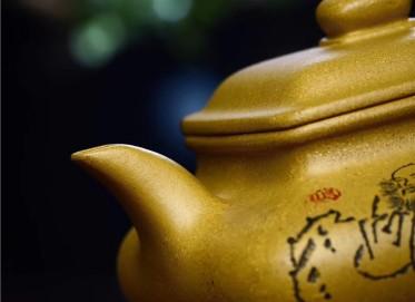 陈俊紫砂壶作品 原矿黄金段泥四方虚扁壶 220CC 国家级工艺美术师 陈俊紫砂壶价格,多少钱