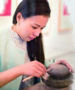 紫砂壶工艺师周龙华名家照片