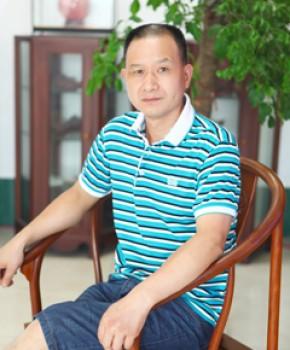 紫砂壶工艺师王勤大名家照片