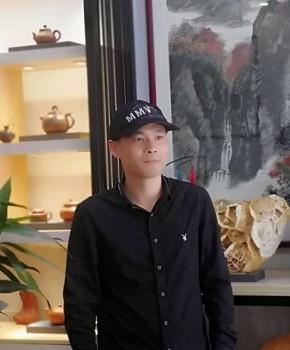 紫砂壶工艺师马辉名家照片