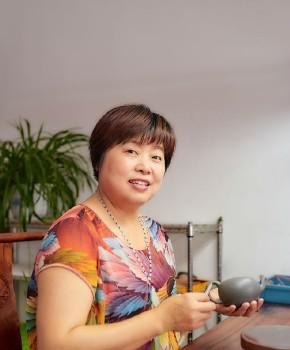 紫砂壶工艺师方美华名家照片