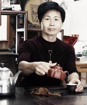 紫砂壶工艺师范忠君名家照片