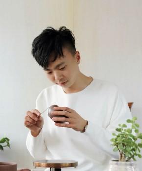 紫砂壶工艺师卢辰名家照片