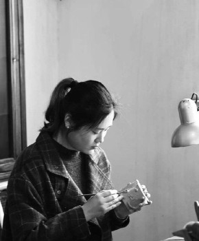 紫砂壶工艺师潘晨玲名家照片