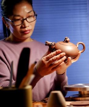 紫砂壶工艺师吴丰丽名家照片