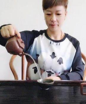 紫砂壶工艺师谢丽君名家照片