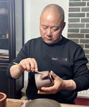 紫砂壶工艺师白福成名家照片