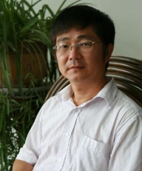 紫砂壶工艺师陈富强名家照片