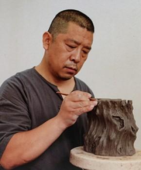 紫砂壶工艺师傅跃飞名家照片