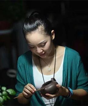 紫砂壶工艺师王建芬名家照片