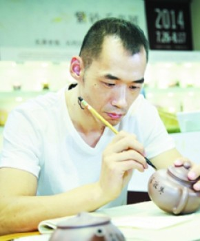 紫砂壶工艺师杨海峰名家照片