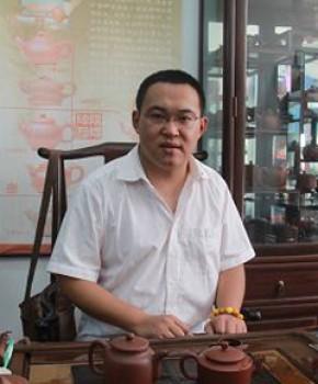 紫砂壶工艺师张阳名家照片