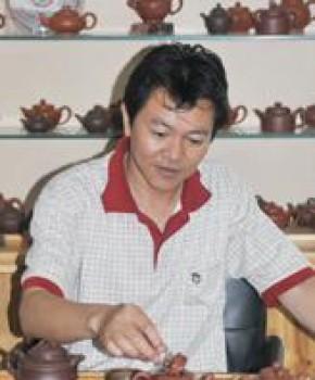 紫砂壶工艺师陈伟军名家照片