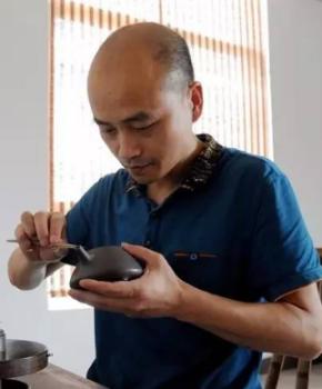 紫砂壶工艺师陆松云名家照片