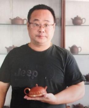 紫砂壶工艺师闵雷名家照片