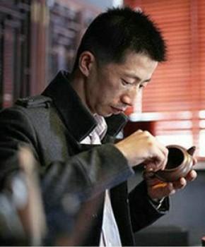 紫砂壶工艺师汤华刚名家照片