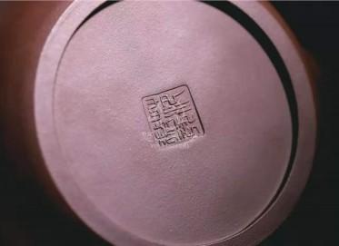 范微琴紫砂壶作品|原矿紫泥提梁古松壶700CC手制正品价位