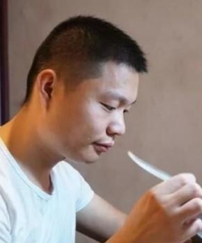 紫砂壶工艺师王龙名家照片
