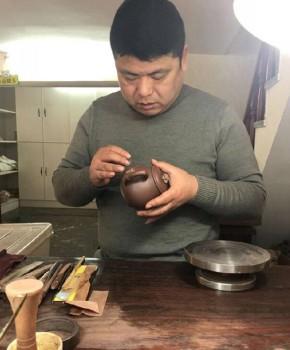 紫砂壶工艺师储建锋名家照片