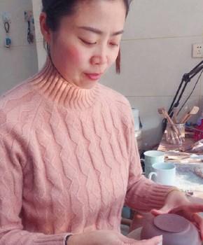紫砂壶工艺师储丽萍名家照片
