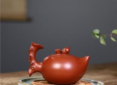吴赛春紫砂壶作品|小红泥世外桃源壶430CC纯手工正品多少钱