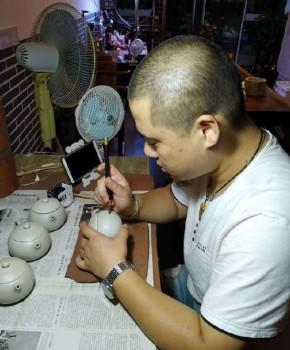 紫砂壶工艺师顾科乐名家照片