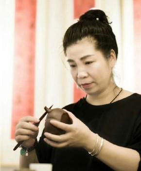 紫砂壶工艺师李琴名家照片