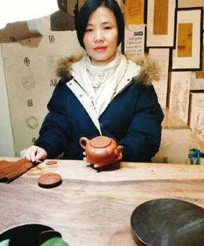 紫砂壶工艺师刘卫红名家照片