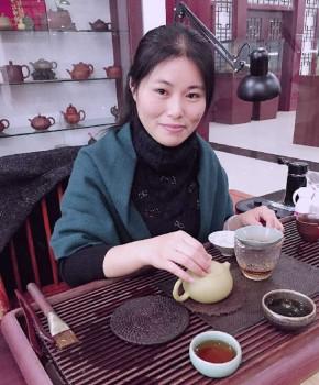紫砂壶工艺师卢燕名家照片