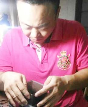 紫砂壶工艺师陆震名家照片