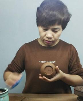 紫砂壶工艺师潘彩娣名家照片