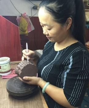 紫砂壶工艺师钱红芬名家照片