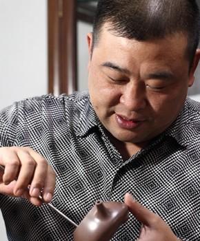 紫砂壶工艺师盛东兴名家照片